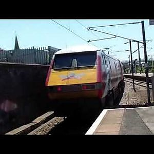 Doncaster Station with LNER and Azuma - YouTube